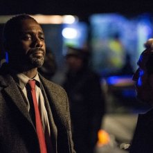 Luther: Idris Elba e Michael Smiley in una scena