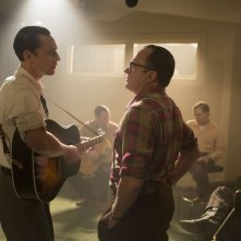 I Saw The Light - Tom Hiddleston e Bradley Whitford in un momento di confronto