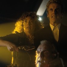 Doctor Who: l'attrice Alex Kingston insieme a Peter Capaldi in una foto di The Husbands of River Song