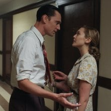 I Saw The Light: Tom Hiddleston e Elizabeth Olsen discutono in una scena