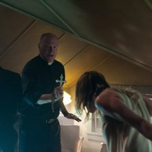 The Vatican Tapes: Michael Peña, Peter Andersson e Olivia Dudley in una scena del film