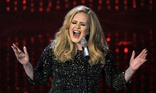 Adele durante una performance live