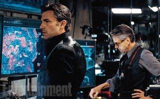 Batman v Superman: Dawn of Justice - Ben Affleck e Jeremy Irons nella Batcaverna