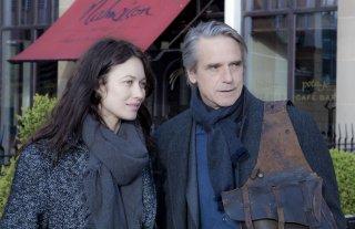 La corrispondenza: Jeremy Irons e Olga Kurylenko insieme in una scena del film