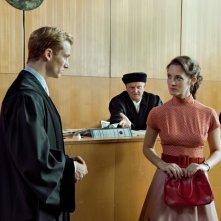 Il labirinto del silenzio: Alexander Fehling e Friederike Becht in una scena del film