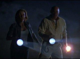 X-Files: Scully e Skinner nell'episodio Partire