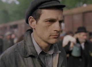 Il figlio di Saul: Géza Röhrig in un momento del film