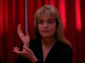 I segreti di Twin Peaks: Sheryl Lee in un'mmagine della serie tv