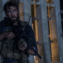 13 Hours: The Secret Soldiers of Benghazi, John Krasinski in un'immagine del nuovo film di Michael Bay