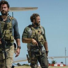 13 Hours: The Secret Soldiers of Benghazi, i protagonisti del film in una scena del film