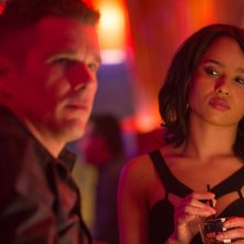 Good Kill: Zoë Kravitz e Ethan Hawke in una scena del film