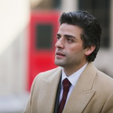 1981: Un'indagine a New York, Oscar Isaac in una scena del film