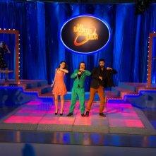 Onda su onda: Alessandro Gassman, Luz Cipriota e Rocco Papaleo in una scena del film