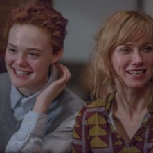 About Ray: Elle Fanning e Naomi Watts in una scena del film