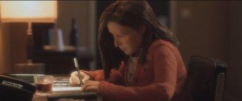 Anomalisa: la protagonista femminile del film animato intenta a scrivere