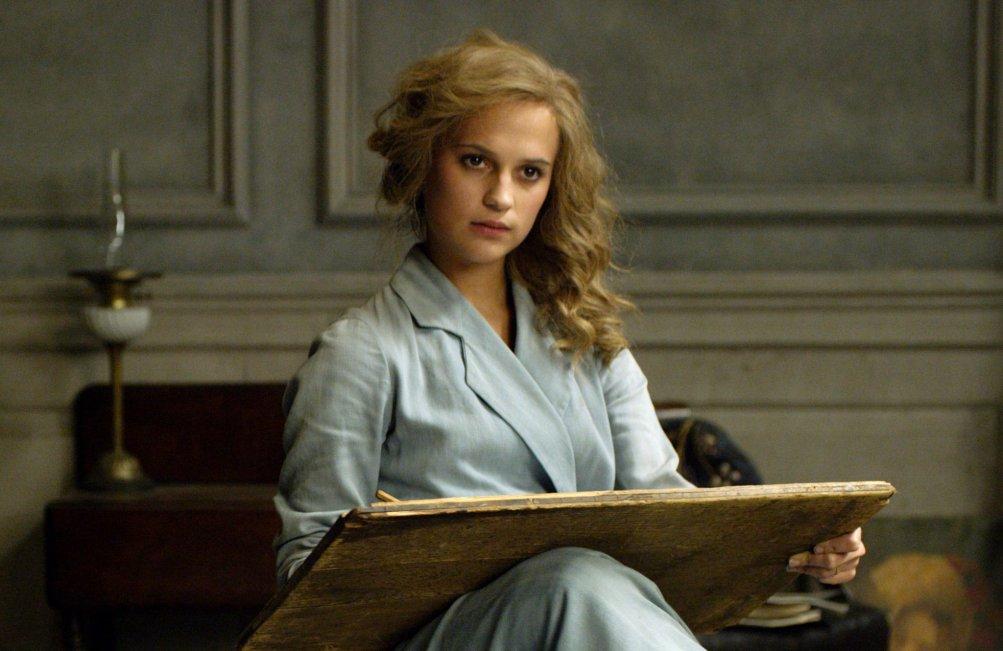 Alicia Vikander in una scena di The Danish Girl
