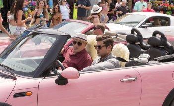 Nonno zozzone: Robert De Niro e Zac Efron insieme in macchina in una scena del film