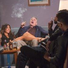 Nonno zozzone: Robert De Niro si diverte con alcuni giovani in una scena del film