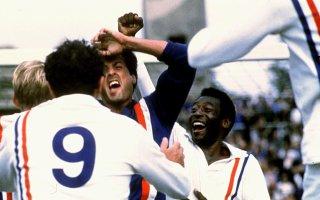 Fuga oer la vittoria: Sylvester Stallone e Pelè esultano