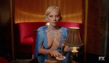 American Horror Story: Hotel - Lady Gaga in una foto della puntata Be our guest