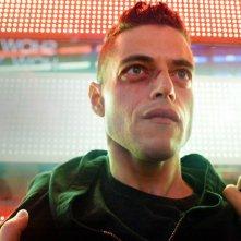 Mr. Robot: il protagonista Rami Malek in una foto dell'ultimo episodio della prima stagione