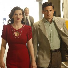 Agent Carter: Hayley Atwell ed Enver Gjokay nella season première intitolata The Lady in The Lake