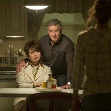 Joy: Robert De Niro e Isabella Rossellini in una scena del film, con Jennifer Lawrence di spalle