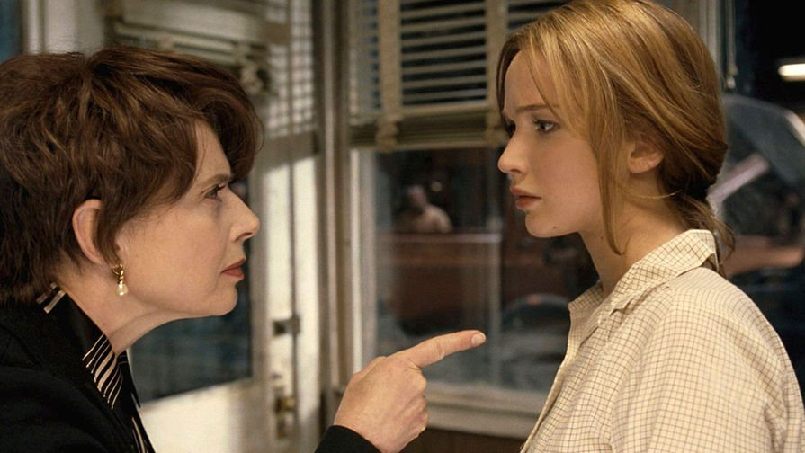Joy: Isabella Rossellini e Jennifer Lawrence in una scena del film