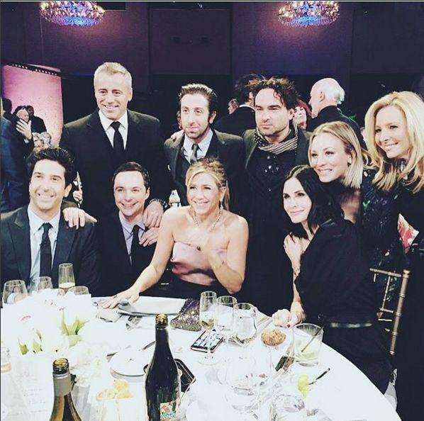 Friends e The Big Bang Theory - i due cast delle serie quasi al completo