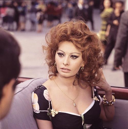 Una splendida Sophia Loren in Matrimonio all'italiana