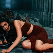 Gods of Egypt: Courtney Eaton caduta per terra