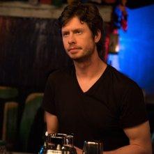 Single ma non troppo: Anders Holm in una scena del film