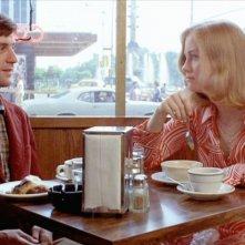 Robert De Niro e Cybill Shepherd in una scena di Taxi Driver