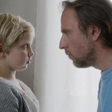 24 Weeks: Emilia Pieske e Bjarne Mädel in una scena del film