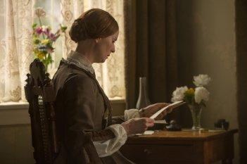 A Quiet Passion: Cynthia Nixon legge una lettera in una scena del film
