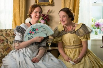 A Quiet Passion: Cynthia Nixon e Jennifer Ehle in una scena del film