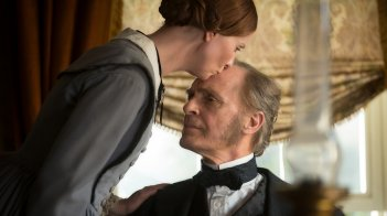 A Quiet Passion: Cynthia Nixon e Keith Carradine in una scena del film