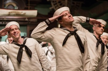 Ave, Cesare!: Channing Tatum in una scena del film