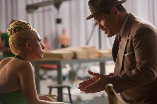 Ave, Cesare!: Scarlett Johansson e Josh Brolin in una scena del film