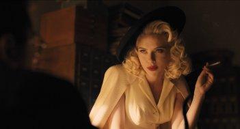 Ave, Cesare!: un'affascinante Scarlett Johansson in una scena del film