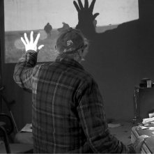 Don't Blink - Robert Frank: Robert Frank (di spalle) in una scena del documentario