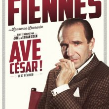 Ave, Cesare! - Il character poster dedicato a Ralph Fiennes