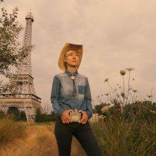 Hotel Dallas: la regista Livia Ungur sul set