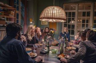 The Commune: tutti i personaggi principali del film riuniti a tavola