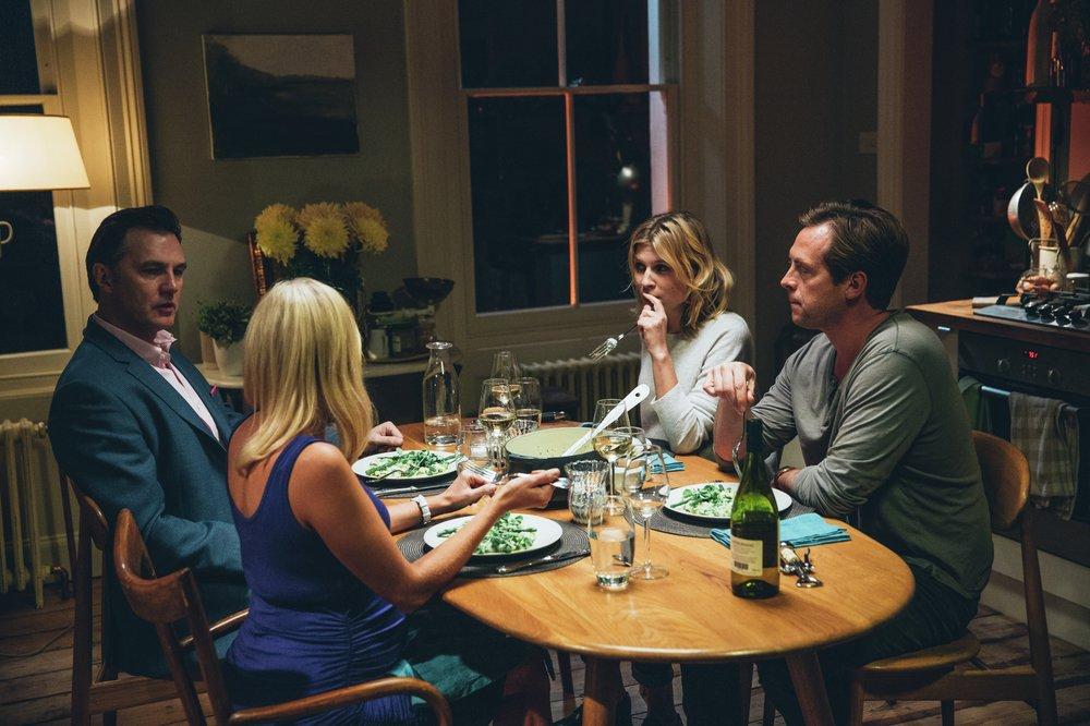 The Ones Below: Stephen Campbell Moore, David Morrissey, Laura Birn e Clémence Poésy in una scena del film