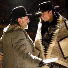 The Hateful Eight: Walton Goggins e Tim Roth a confronto
