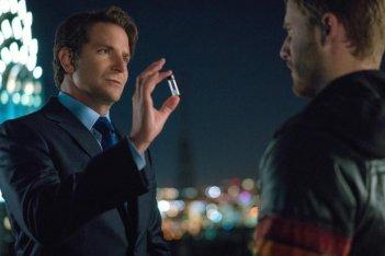 Limitless: Bradley Cooper e Jake McDorman in una foto del sesto episodio della prima stagione