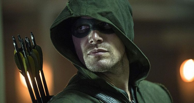Legends of Tomorrow: Stephen Amell sarà un anziano Oliver Queen!