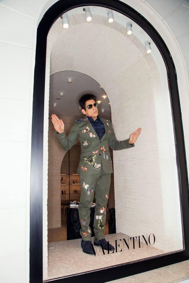 Ben Stiller in vetrina da Valentino  per Zoolander 2!