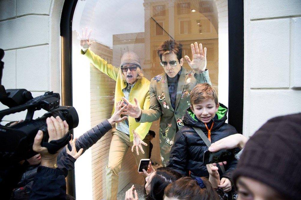 Ben Stiller con Owen Wilson in vetrina da Valentino a Roma per Zoolander 2
